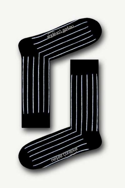 Siyah Beyaz Şerit Desenli Renkli Erkek Çorap